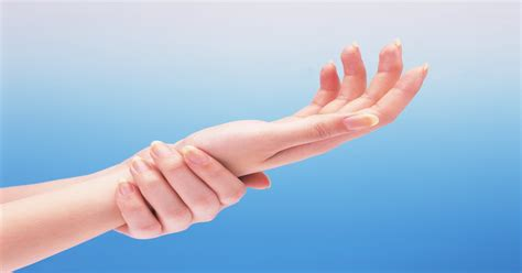 Poor circulation in fingers: Causes, symptoms, and treatment