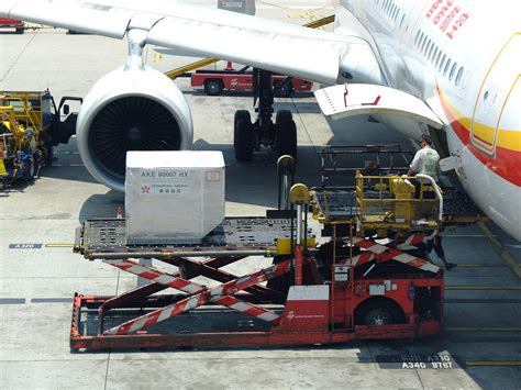 UTS ENGLISH 5: Ground Support Equipment (GSE)